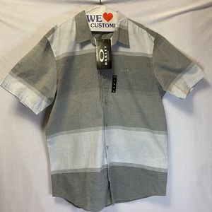 Oakley men's button down shirt. While/Grey x-large